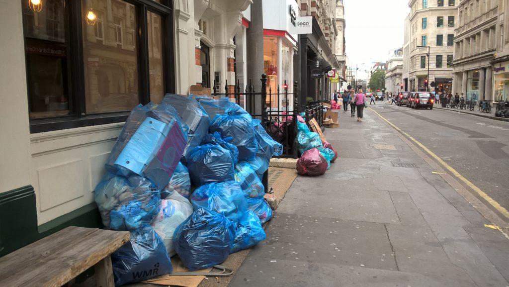Londyn, pierwsze wrazenia, smieci na ulicach